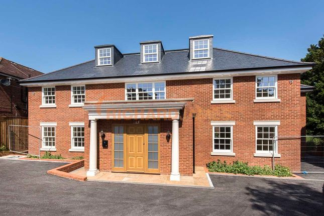 Thumbnail Detached house for sale in Abbey View, London
