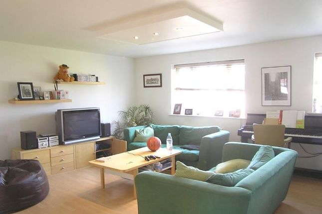 Thumbnail Flat for sale in Molyneux Drive, London