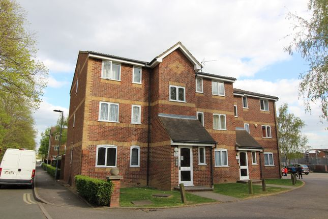 Thumbnail Flat to rent in Greenslade Road, Barking