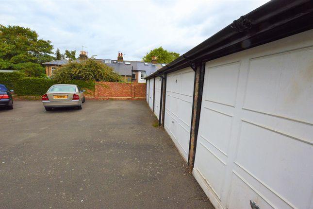 Parking/garage to let in Tentelow Lane, Southall