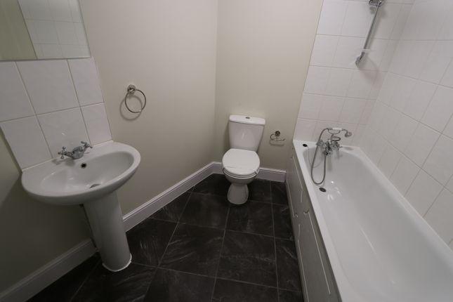 Bathroom of The Grove, New Ham E15