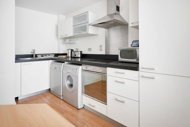 1 bed flat to rent in Manilla Street, London E14