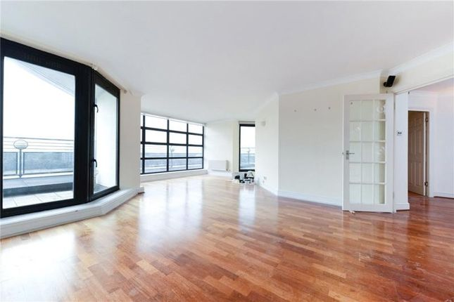 2 bed flat to rent in Wheel House, Burrells Wharf Square, London