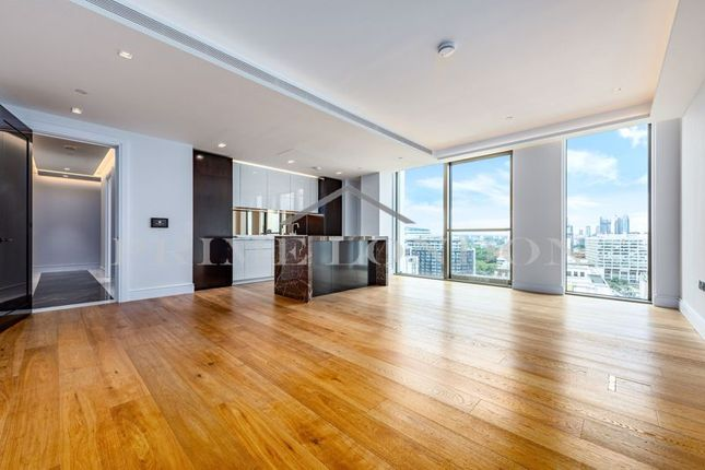 Flat to rent in Belvedere Gardens, Southbank Place, London