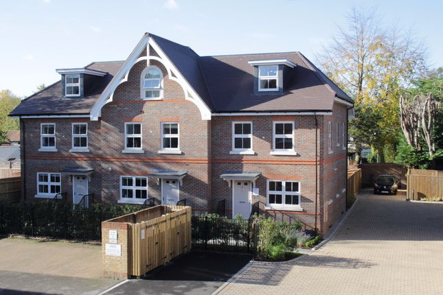 Thumbnail Terraced house for sale in Camlet Place, Lower Cookham Road, Maidenhead