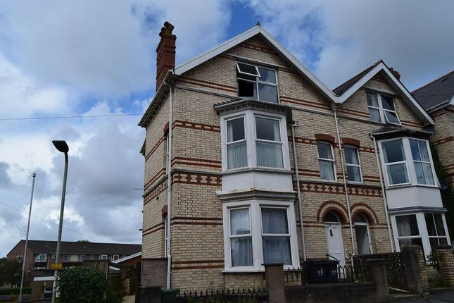 2 bed flat to rent in Ashleigh Road, Barnstaple