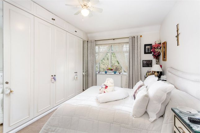 Bedroom of Old Oak Road, London W3