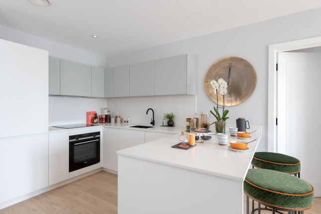 Thumbnail Flat for sale in Lionel Road South, Kew Bridge
