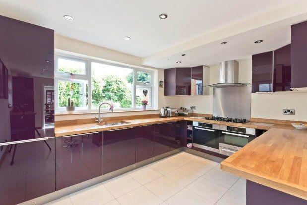 3 bed property to rent in Vale Road, Weybridge