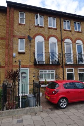 Thumbnail Town house to rent in Tottenham Road, Islington