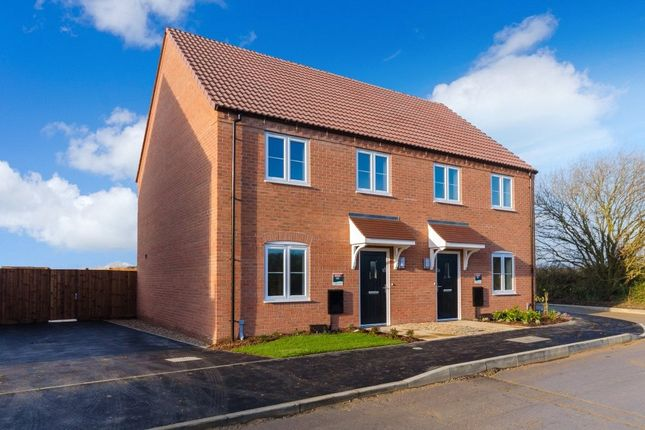 3 bed semi-detached house for sale in Snowdrop Avenue, Newark, Notts