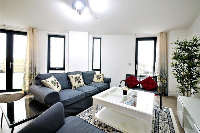 2 bed flat to rent in Williamsburg Plaza, Poplar