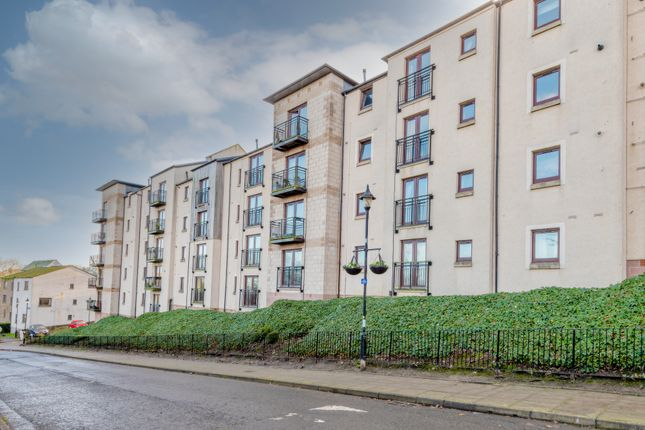 Thumbnail Flat for sale in St. Ninians Way, Linlithgow