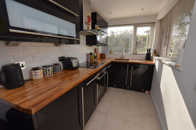 Comtemporary Fitted Kitchen