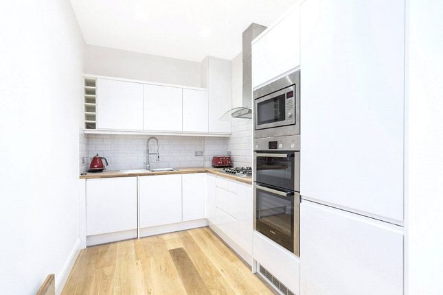 Flat for sale in Southerton Road, Hammersmith