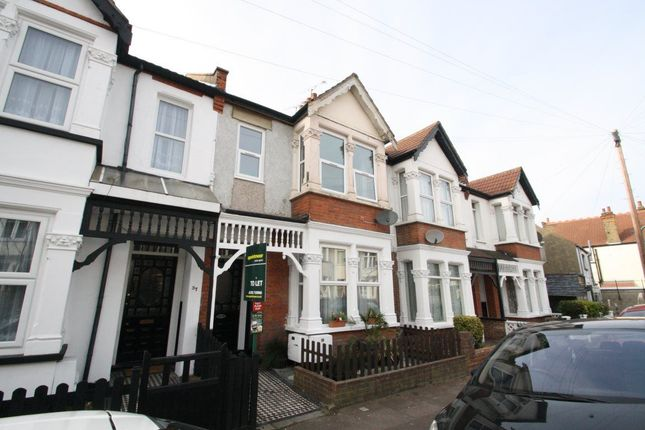 Thumbnail Flat to rent in Beedell Avenue, Westcliff-On-Sea