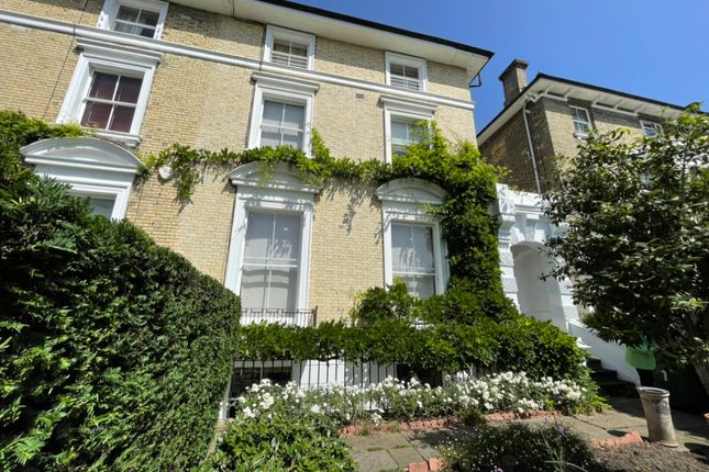 Room to rent in Room 1, Westcombe Park Road, Blackheath