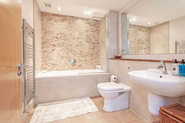 Bathroom of 2A Honor Oak Rise, London SE23