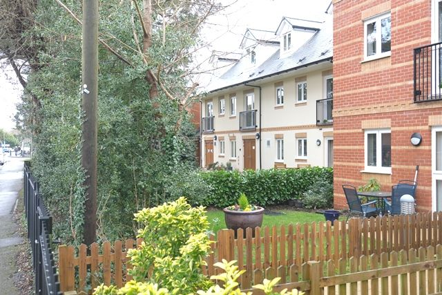 Thumbnail Flat for sale in Coppice Gate, Dibden Purlieu