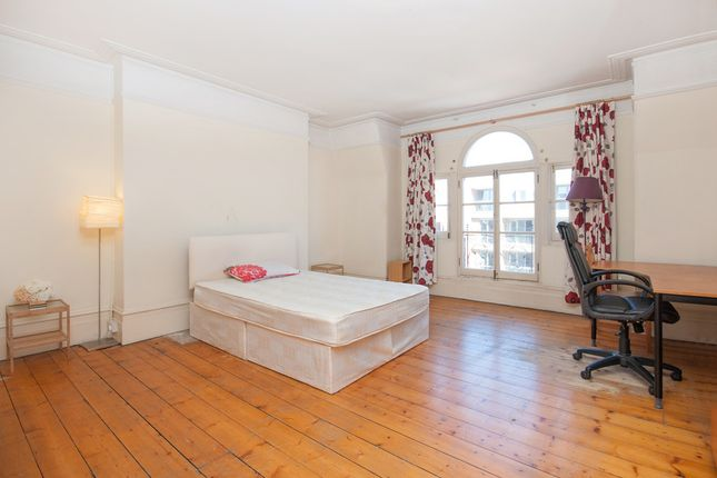 3 bed flat for sale in Fortune Green Road, West Hampstead