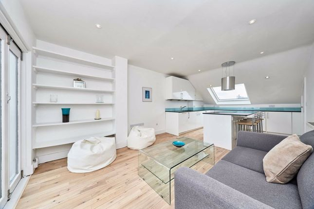 Thumbnail Flat for sale in Lavender Hill, London