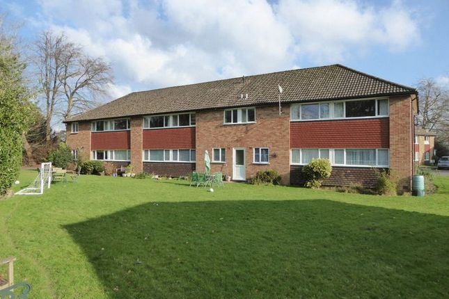Thumbnail Flat for sale in Furrows Place, Caterham
