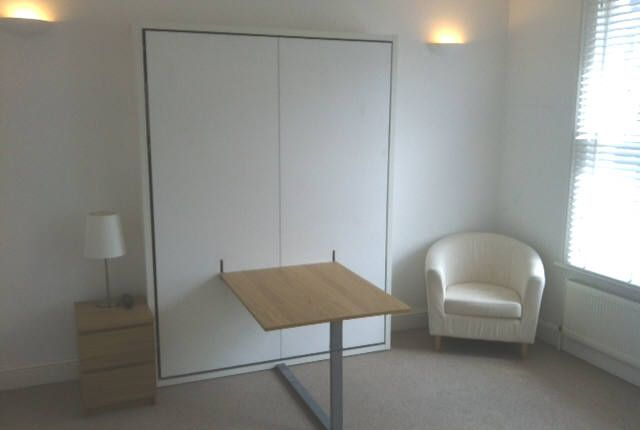 Room to rent in Lower Richmond Road, London