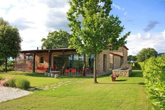 6 bed farmhouse for sale in Montecchio, Baschi, Terni, Umbria, Italy