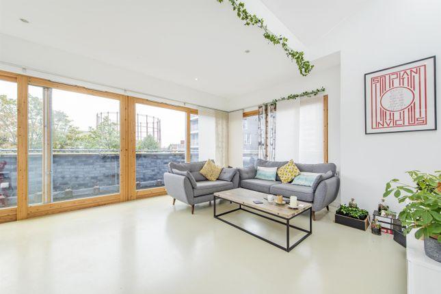 Thumbnail Flat to rent in Minerva Street, London