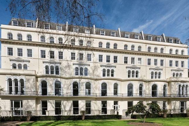 Thumbnail Property to rent in Kensington Gardens Square, London