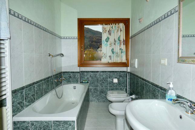 Bathroom of Località Piumona, Gravedona Ed Uniti, Como, Lombardy, Italy