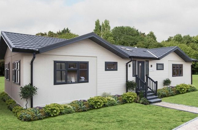 Thumbnail Mobile/park home for sale in Brockham Hill Park, Boxhill Road, Tadworth