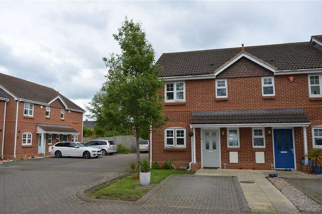 3 bed property for sale in Mitford Close, Three Mile Cross, Berkshire