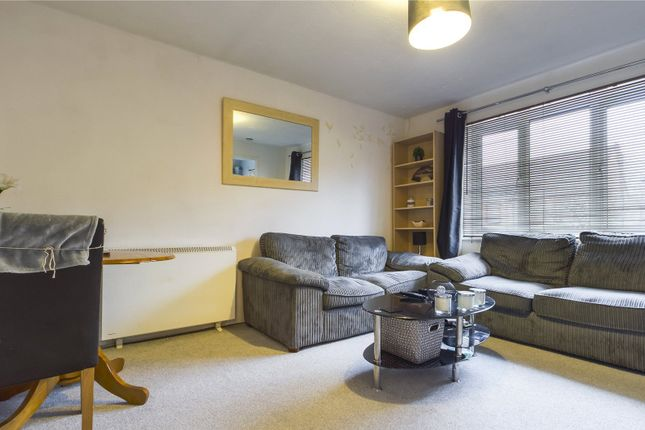 Lounge of Groveland Place, Reading, Berkshire RG30