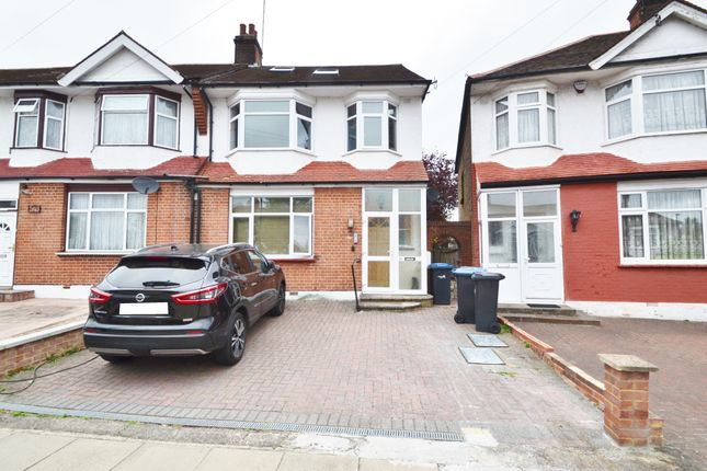 Thumbnail Maisonette to rent in Ecclesbourne Gardens, Palmers Green