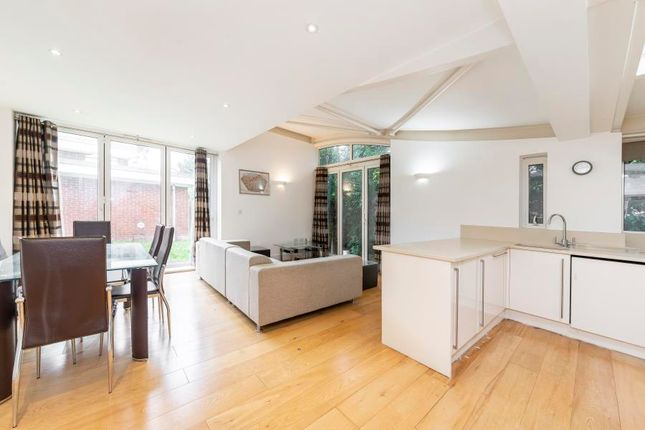 Thumbnail Bungalow to rent in Annabels Mews, London
