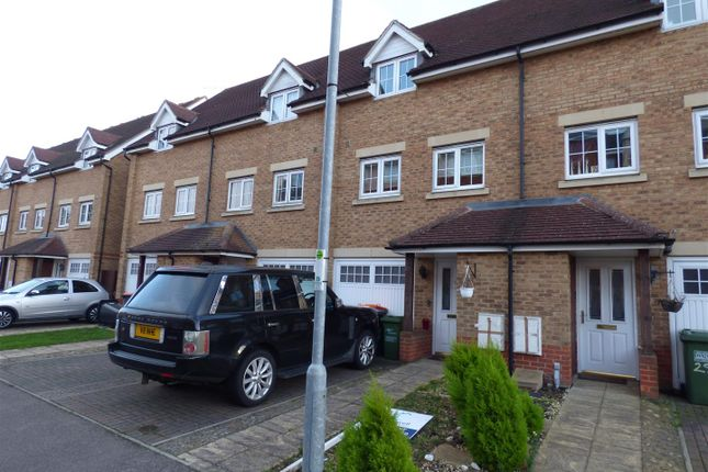 Thumbnail Town house to rent in Watling Gardens, Dunstable