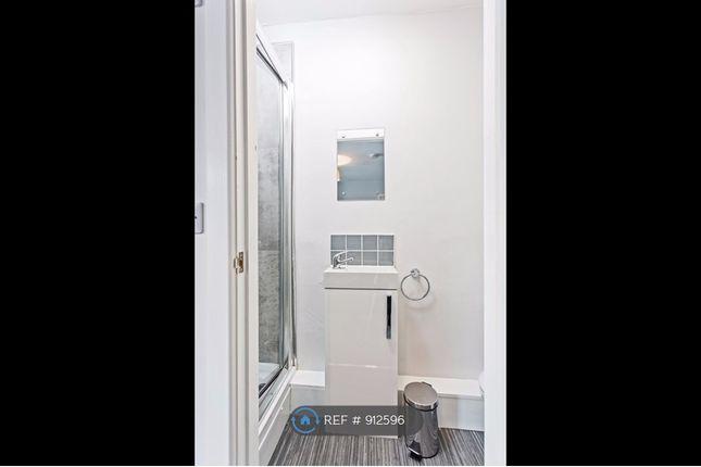 En-Suite Let of Rawmarsh Hill, Parkgate, Rotherham S62