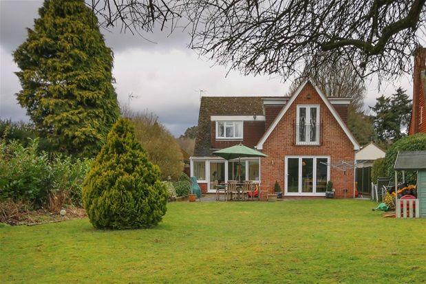 Thumbnail Detached house to rent in Saunders Lane, Hook Heath, Woking