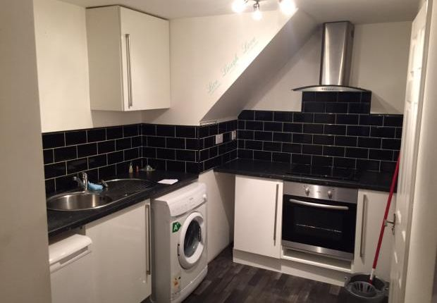 Thumbnail Flat to rent in Station Road, Steeton, Keighley