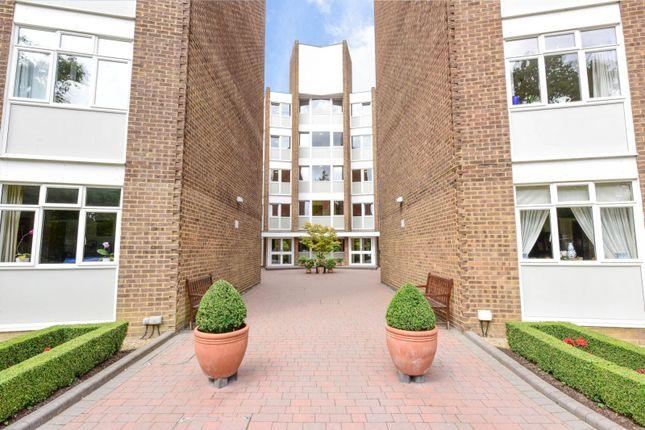 3 bed flat to rent in Chilton Court, Station Avenue, Surrey