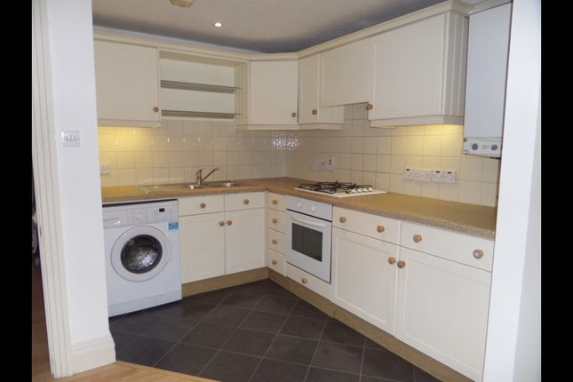 Thumbnail Flat to rent in Gledwood Drive, Hayes