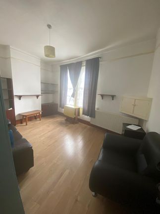 Thumbnail Flat to rent in Corrance Rd Ferndale, Brixton