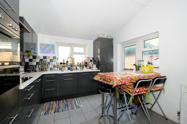 5 bed property for sale in Horsell Road, London
