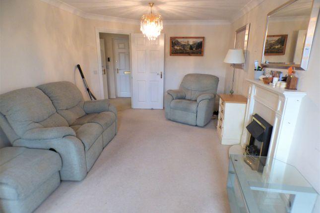 Lounge of Argent Court, Leicester Road EN5