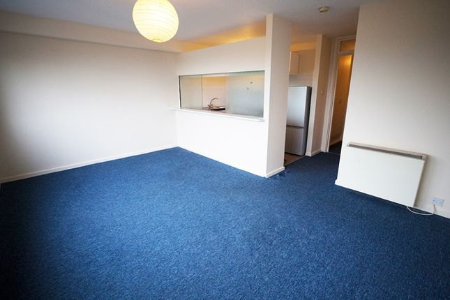 Thumbnail Flat to rent in Eleanor Close, Lewes, Lewes, East Sussex