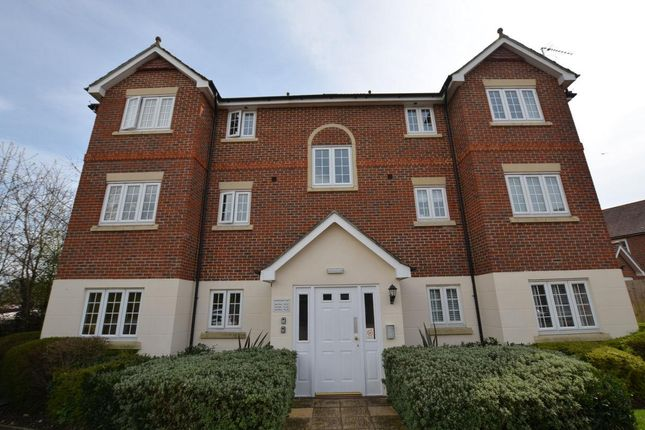 Thumbnail Flat for sale in Horsecroft Way, Tilehurst, Reading