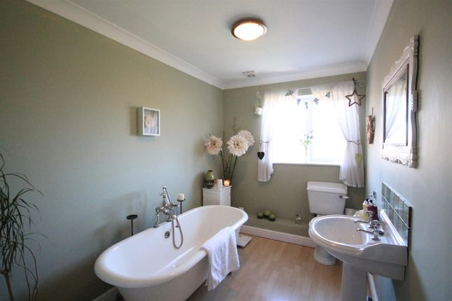 Family Bathroom of Richmond Close, Shildon DL4
