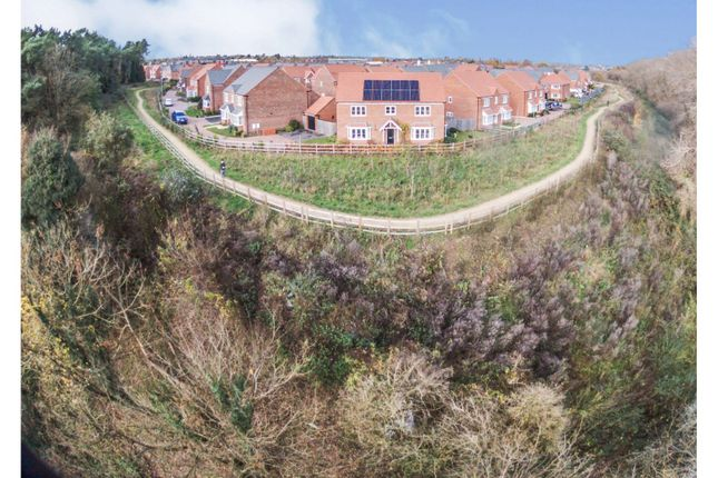 The Property of Falling Sands Close, Stour Valley Kidderminster DY11