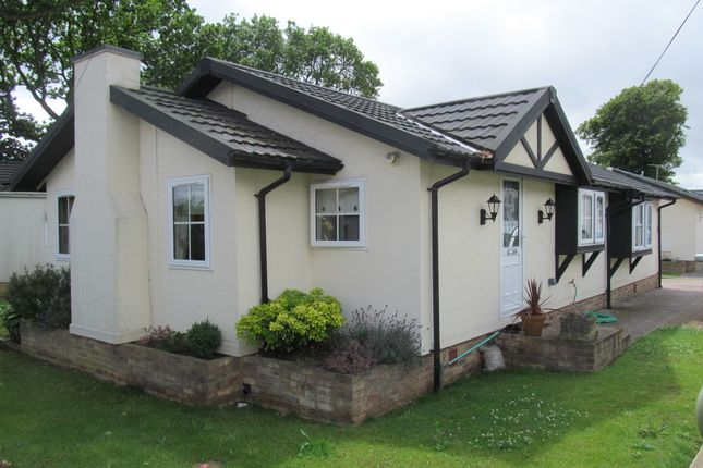 Thumbnail Mobile/park home for sale in Friars Close, Pilgrims Retreat (Ref 561), Harrietsham, Maidstone, Kent